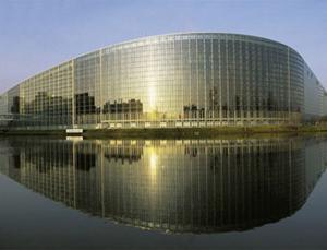 Poslanci vyjadrili solidaritu s uvádzačmi EP