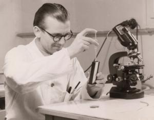 Rodáci - Prof. MVDr. Karol J. Fried