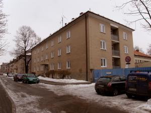 Mesto kúpilo vojenskú ubytovňu
